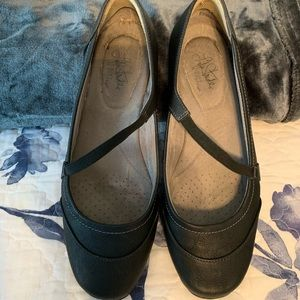 Life Stride size 11 flats